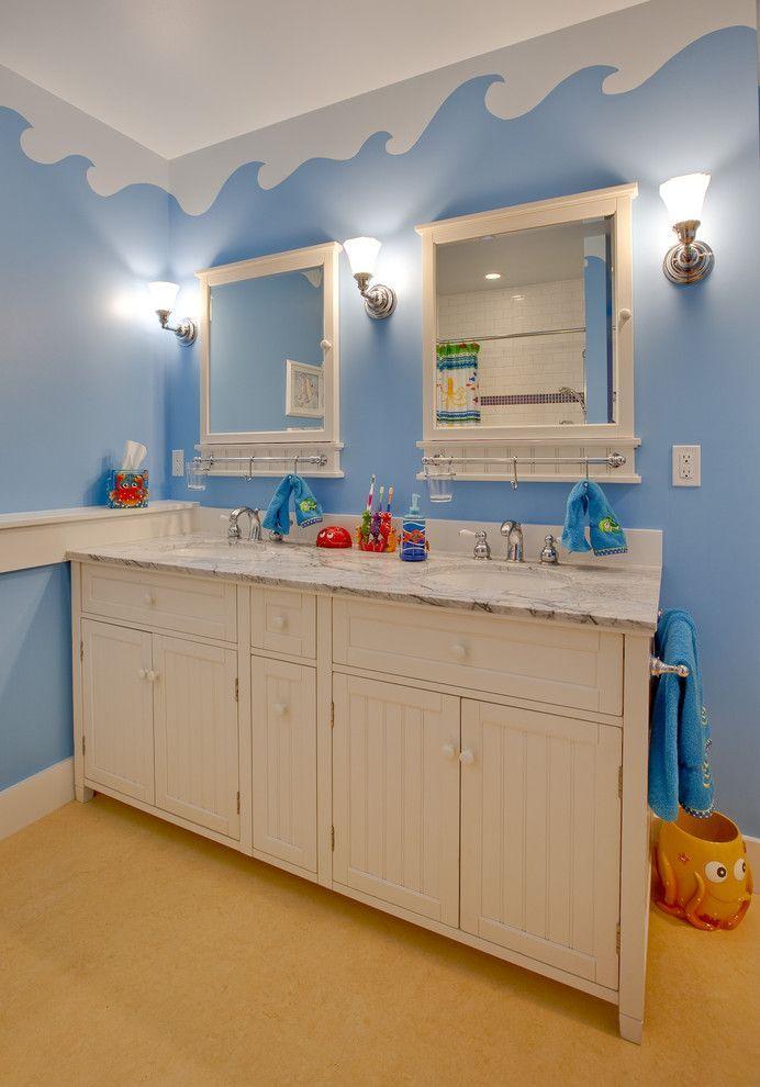 Зеркало в ванную комнату (65 фото): 6 подсказок о том, как определиться с выбором http://happymodern.ru/zerkalo-v-vannuyu-komnatu-80-foto-7-podskazok-o-tom-kak-opredelitsya-s-vyborom/ Два зеркала в детской ванной - и никаких споров и очередей по утрам