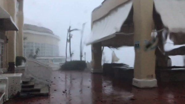 Hurricane Maria: record flooding in Puerto Rico as Dominica reports seven dead – latest | World news | The Guardian