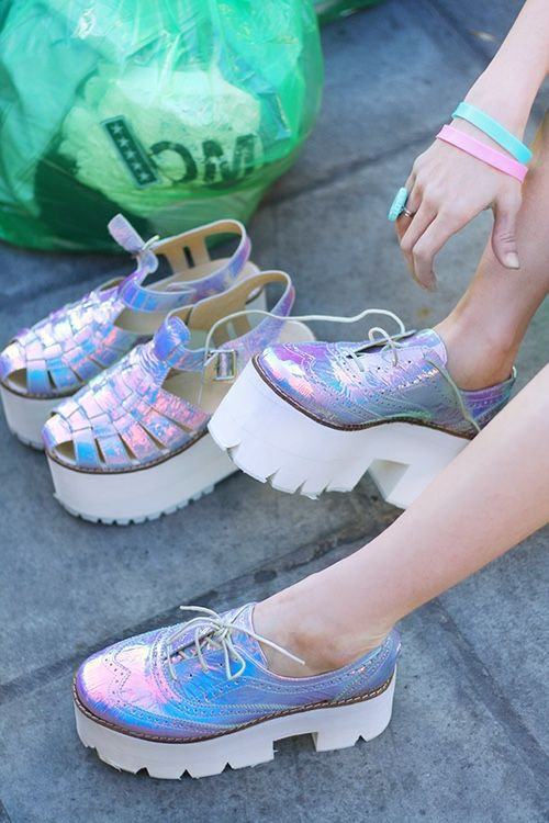 Holographic Fashion - The Shoppeuse