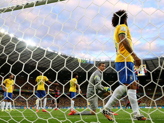 """ドイツに声援を送ったブラジル人たち。歴史的大敗で傷ついた王国の""""誇り""""。(1/3) [ブラジルW杯通信] - Number Web - ナンバー"""