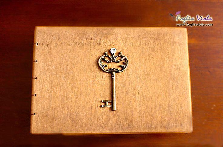 Wooden Journal with delicious old key  #bibliophilia #fantasy #handmade #notebook #book #journal #wooden #wood #legno #chiave #key #vintage #deco #elegant #wedding àbio #matrimonio #art #design #copticstitch