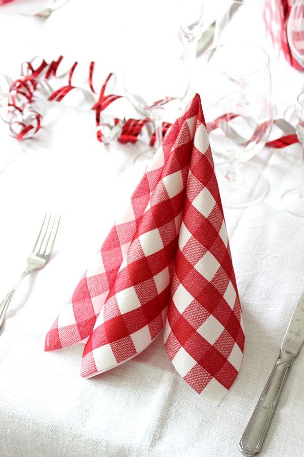 setting the table /dukning rött och vitt /red and white fest / party