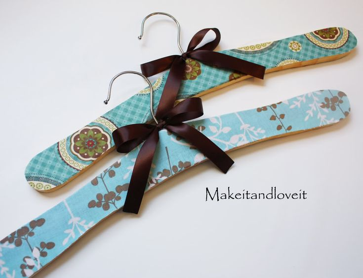 Tutorial ~ decorated wooden hangers with fabric and mod podge: Modg Podge, Gifts Ideas, Mod Podge, Decor Hangers, Wooden Hangers, Fabrics Hangers Tutorials, Clothing Hangers, Podge Hangers, Crafty Ideas