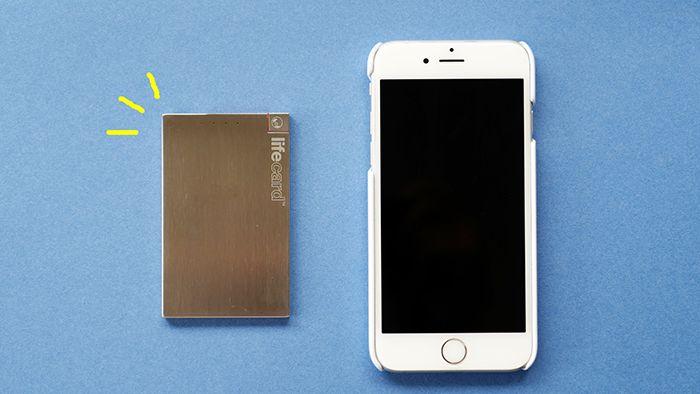 お財布や定期入れに入れて持ち歩けるカード型スマホ専用モバイルバッテリーLIFE CARD