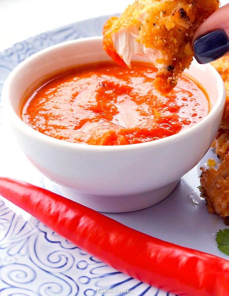 Pieczone nuggetsy z kurczaka z sosem arrabbiata