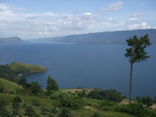 Google Image Result for http://ramudeng.files.wordpress.com/2010/08/danau-toba1.jpg