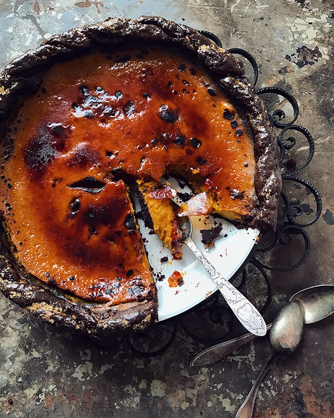 Brûléed spicy smoked pumpkin pie with chocolate crust