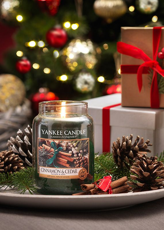 L Jar-Cinnamon & Cedar Söt, varm kanel och färsk ceder är ett perfekt par som skapar stämning som kommer att förgylla din vinterledighet.  Special Appearances - Delikata möjligheter ... dofter som erbjuds under en begränsad tid och långt lagret räcker