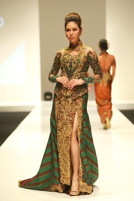 Modern Kebaya 2012 by Indonesian fashion designers Djoko Sasongko #indonesian fashion http://indostyles.com