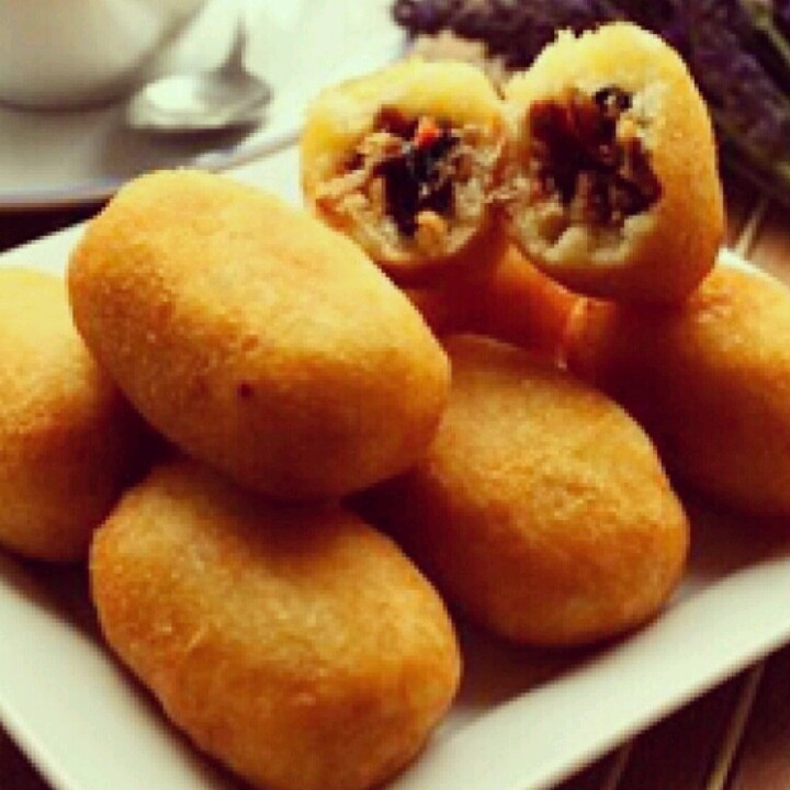 Combro. this is hot and spicy food from Indonesia. Made of singkong filled with spicy Tempe inside. #Pindonesia