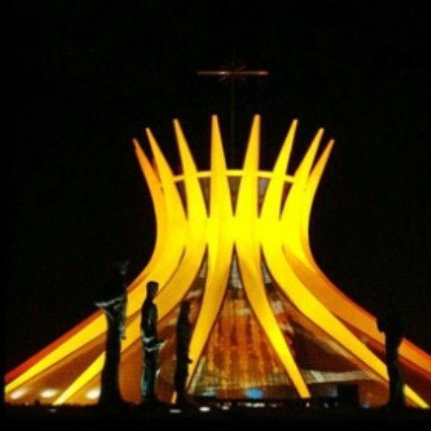Catedral de Brasília iluminada