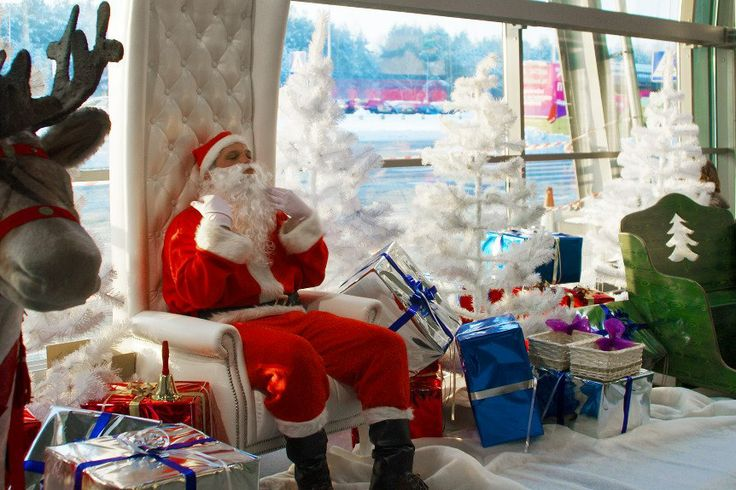 Christmas time at the Warsaw Modlin Airport - with our Santa! www.bee44.com