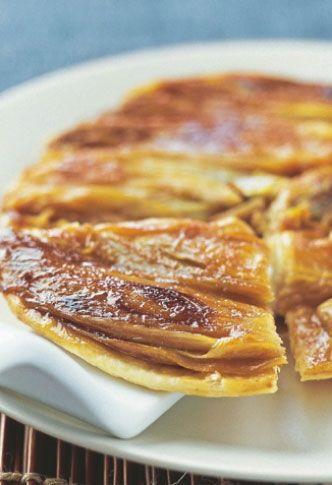 Découvrez cette tarte fine aux endives caramélisées pour des repas chaleureux. Régalez vos convives très facilement !