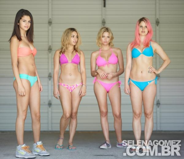 Selena Gomez and the Spring breakers cast-mates ...