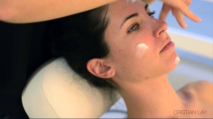 Tutorial sobre cómo realizar una limpieza facial con los productos CRISTIAN LAY. www.cristianlay.com