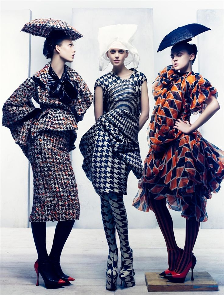 And here I always thought umbrella hats were strictly for dorks, but no, Alexander McQueen has them in his collection. -_-