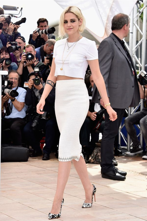 Kristen Stewart présence Café Society au Festival de Cannes 2016. Like the outfit and shoes. Not big on the hair and makeup.