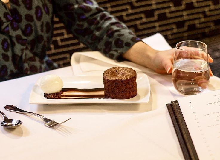 We think it's true, we've got a second stomach just for desserts. Our pick is the warm soft-centred chocolate pudding ✔️. What's your favourite Cecconi's dessert? let us know in the comment section below and visit cecconis.com for bookings.