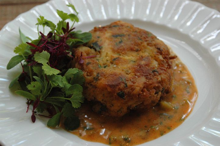 Chesapeake Bay crab cakes with cajun remoulade