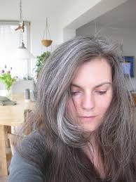Bildergebnis für frauen langen grauen haaren