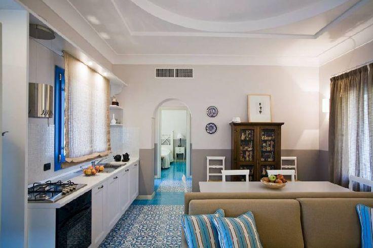 Bagno Completo Con Vasca Idromassaggio : ... con tavolo e sedie, ampio ...