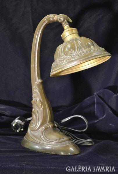 Bronz asztali lámpa.