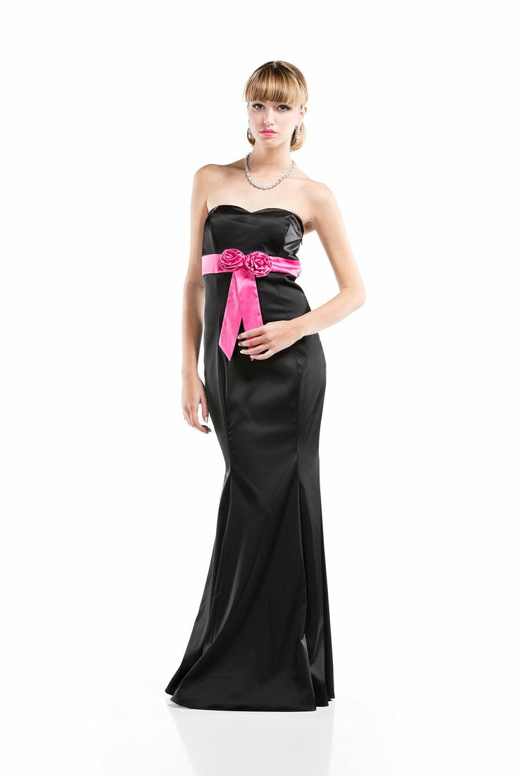 In #raso #elasticizzato con #decorazione a contrasto. #Abito #aderente a #bustino Feminile e romantico. Zip sul retro. EMIDESIGN da-vita ad una #linea sofisticata di #abiti da #sera e da #cerimonia.