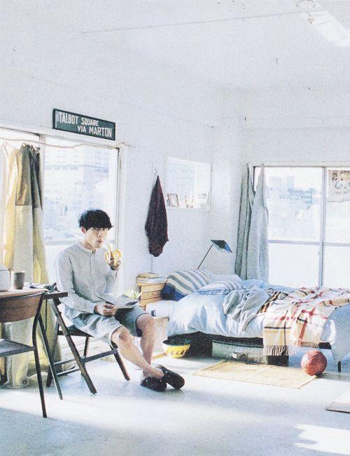 ken taro sakaguchi in room