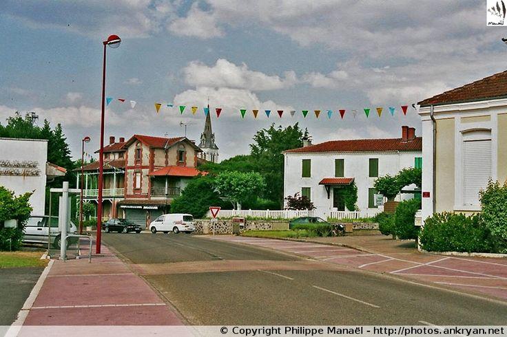 Village de la Haute Lande, Pissos découle de la vallée de la Grande Leyre, nom de la rivière parcourant en flèche la région Aquitaine (Landes).