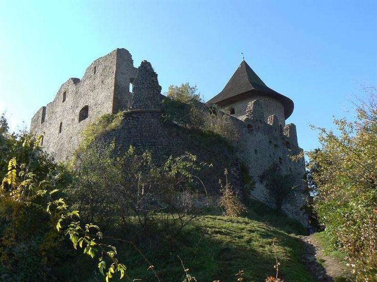 Hrad šomoška 1 Vassia Atanassova kúsok odtiaľ je v Maďarsku hrad Salgó z obce Salgóbanya