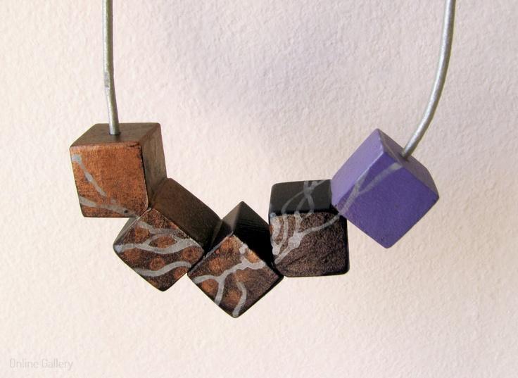 colier-cuburi-negru-lila