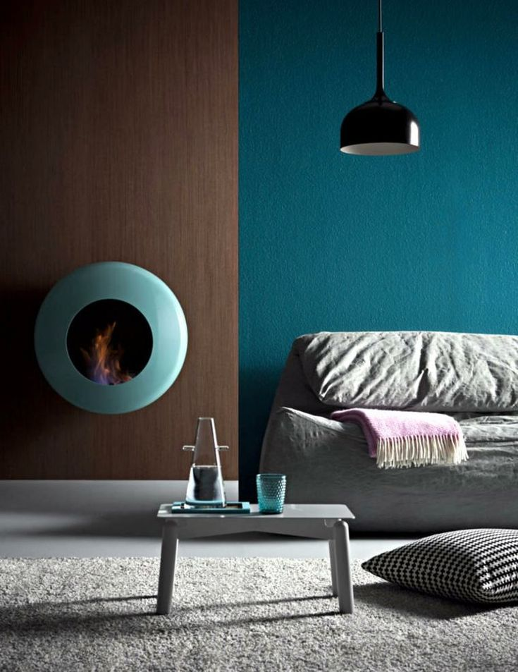 salon bleu ptrole avec foyer design - Salon Bleu Vintage