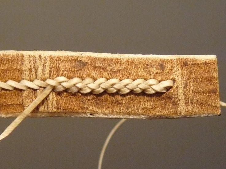 Detalle de puntada con tiras de cuero
