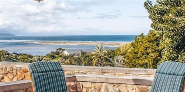 Lookout Lodge - Lookout Lodge is located in the seaside town of Plettenberg Bay. We offer three clean and spacious en-suite rooms in a family home with views over Keurbooms Lagoon and Tsitsikamma mountains. This makes ... #weekendgetaways #plettenbergbay #gardenroute #southafrica