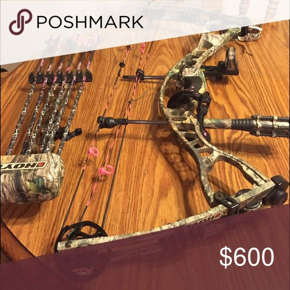 """Compound Bow ATTENTION LADIES!!  I have my Hoyt Charger Vicxen for sale.  It's a left handed. 23-25"""" draw it's set at 25"""" right now. 40-50# it's set on 45 right now.  Comes with TruGlo sights, QAD drop away rest, Hoyt quiver, Fuse Stabilizer, 6 Mayham HotPersuit arrows -25"""", a left handed Winchester release, and Bow sling!  $600obo Hoyt Other"""