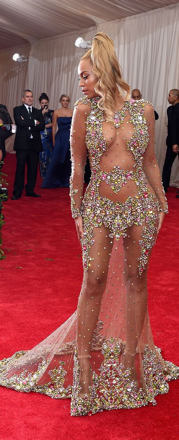 If you think the front of #Beyonce's #MetGala dress is hot, wait until you see the front