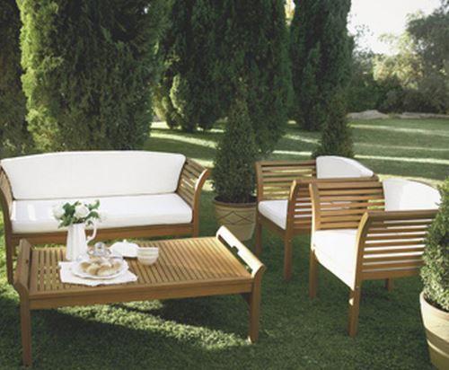 Koçtaşta sık karşımıza çıkan ahşam bahçe mobilyalarıdır. Yine beyaz sünger ve ahşabın en güzel tonlarından kullanılarak mükemmel bir uyum yakalanmıştır.