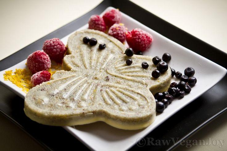 Ciocolata alba cu vanilie si aroma de lamaie on http://rawveganjoy.ro/wordpress