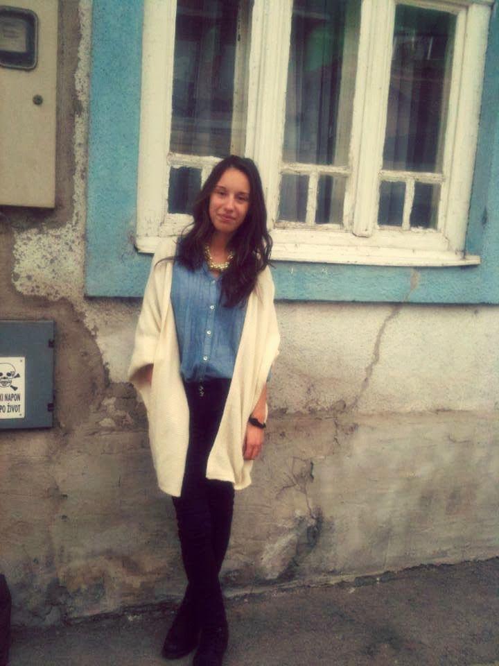 Vođena jesenjim koracima novebra do male ulice u gradu, pustila sam da me preplave sjećanja, ne progovorivši ni riječi. Samo se prepustivši dok su se slike nizale u glavi...