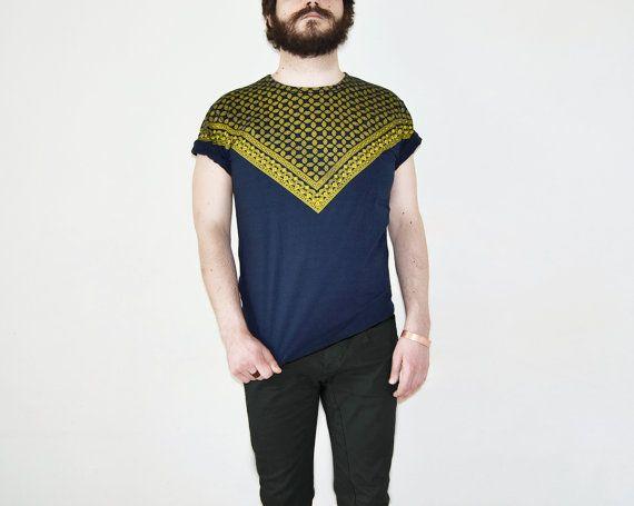 Yellow triangular televisors print on blue T-SHIRT  #kerchief #foulard #tshirt #vintage #handmade #handprinted #dezendezen #etsy