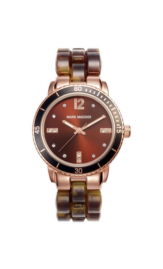 Que les parece este modelo tan elegante? Reloj tres agujas brazalete con acabado carey y cierre desplegable. Bisel con acabado IP Dorado y cristal mineral. Impermeable 30m (3ATM).