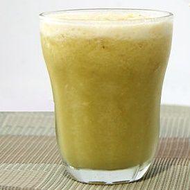 koktajl z zielonej herbaty i banana
