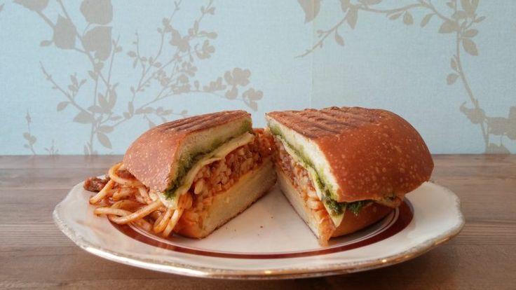 Le sandwich au spaghetti bolognaise de la nouvelle épicerie Sainte-Cécile