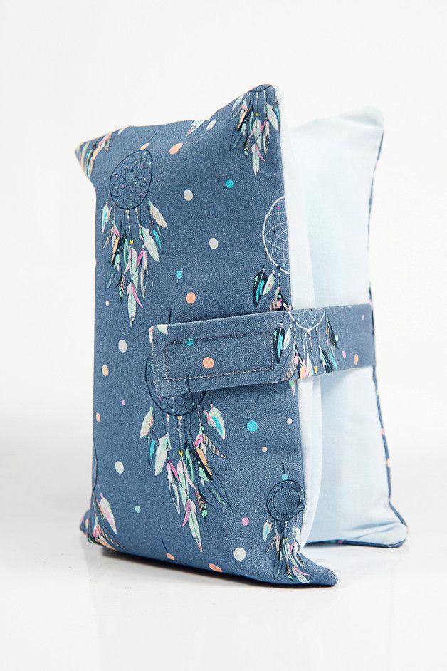Etui na pieluchy, chusteczki i krem. Bardzo praktyczne gdy najważniejsze gadżety bobasa musimy mieć zawsze przy sobie. Wygodne  żeby wrzucić do torebki czy kieszeni w wózku. Uszyte z bawełny,...