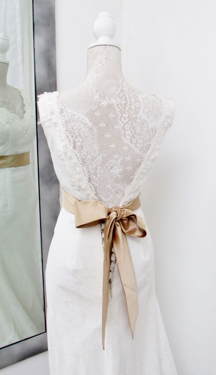 Love the low cut back with the vintage lace detail....