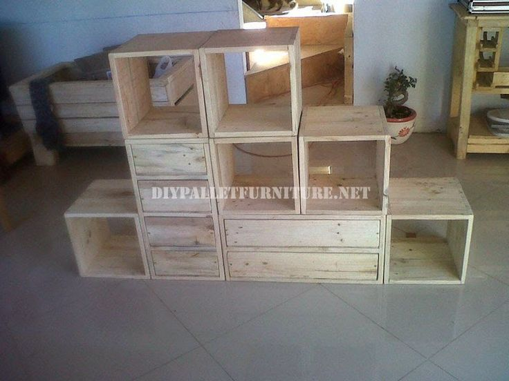 oltre 1000 idee su mobili con pallet su pinterest pallet pallet ideas e divano pallet. Black Bedroom Furniture Sets. Home Design Ideas
