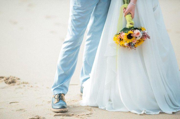 Vintage wedding details at Praia da Adraga - www.myvintageweddingportuga.com | #weddinginportugal #vintageweddinginportugal #vintagewedding #portugalwedding #myvintageweddinginportugal #rusticwedding #rusticweddinginportugal #thequinta #weddinginsintra #summerweddinginportugal