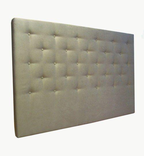 Specialdesignad sänggavel med bredden 180 cm och höjden 120 cm, tjocklek 8 cm. 15 cm avstånd mellan knapparna med totalt 28 st knappar. Beslag för montering på vägg ingår. Microfiber / mocka: Vienna från Nevotex Färg: 56 kitt
