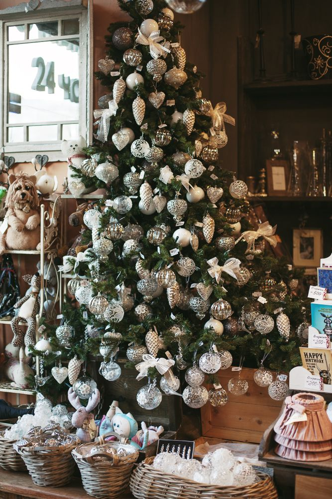 Photo by ekaterinaabasheeva.com #flowers #ginzaproject #christmas #newyear