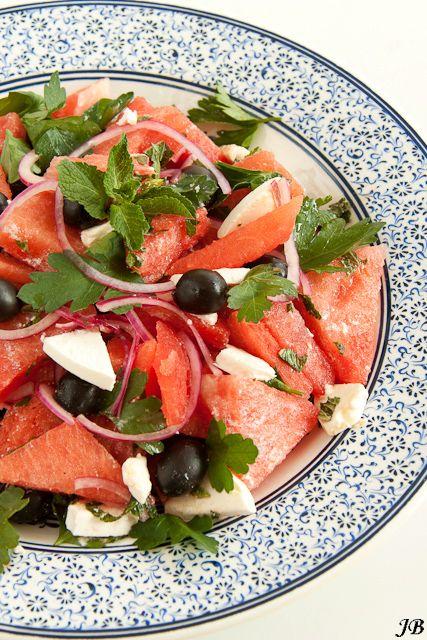 Salade van watermeloen, zwarte olijven en feta
